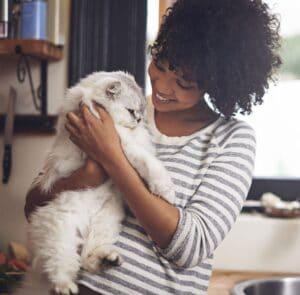 La ronronthérapie est une séance de relaxation avec le chat. Découvrez les pouvoirs apaisants du chat sur notre organisme !